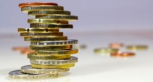 Geldstapel, I-vista / pixelio.de